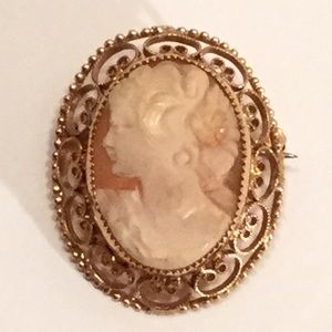Vintage Emmons Cameo Brooch in Filigree Mounting